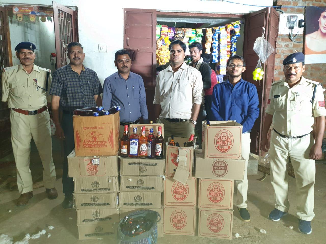 आलीराजपुर : रूई के ढेर में छिपाकर रखी 72 हजार की अवैध मदिरा जप्त