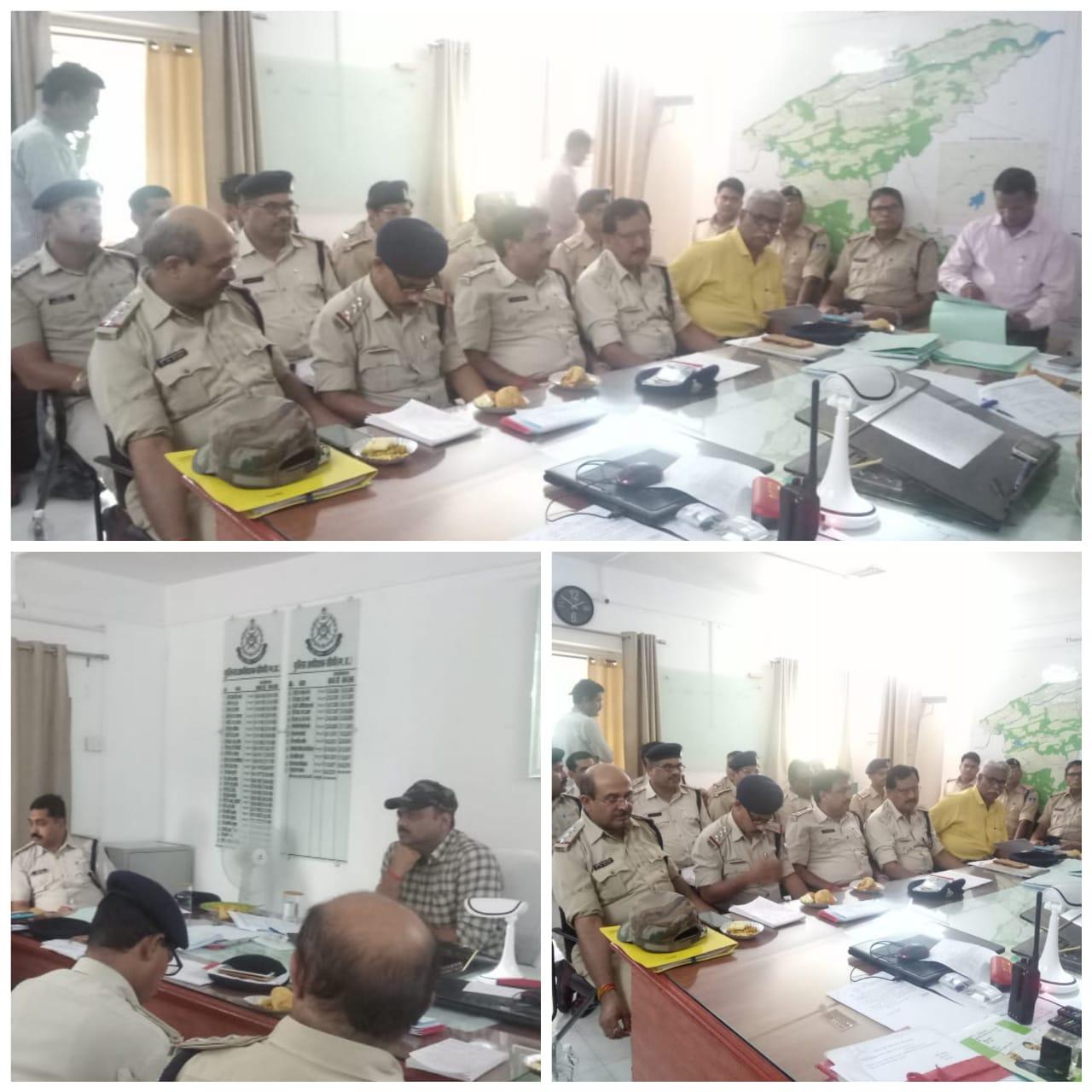 सीधी पुलिस अधीक्षक श्री बेलवंशी ने क्राइम मीटिंग में सभी चौकी प्रभारी एवं थाना प्रभारियों को मुख्यमंत्री ऑनलाइन आवेदनों पर जल्द निराकरण करने के दिए निर्देश