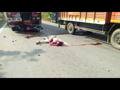 बस और बाइक की जोरदार भिड़ंत बाइक सवार की मौके पर हुई मौत का  देखें लाइव वीडियो