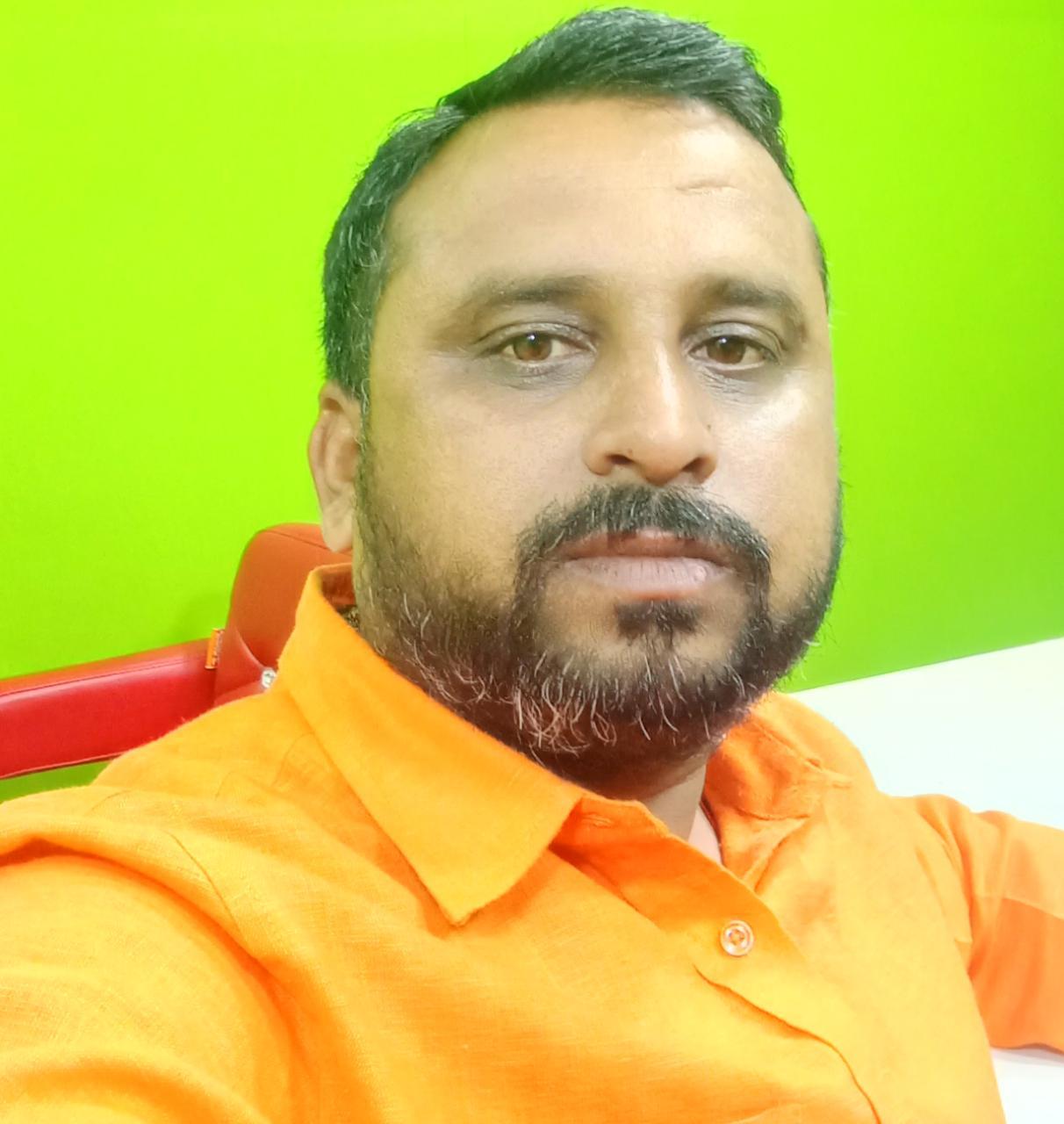 कलमकार हूँ ,मैं सच ही लिखता हूँ, तुम मेरी बातों का बुरा मानना छोड़ दो।- राहुल सिंह पत्रकार