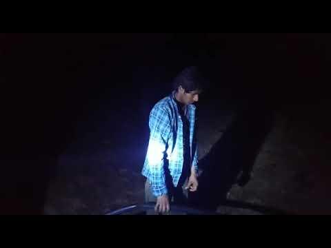बोर से मोटर पंप निकालते हुए चोर को रंगे हाथ बोर मालिक ने धर दबोचा का देखें लाइव वीडियो
