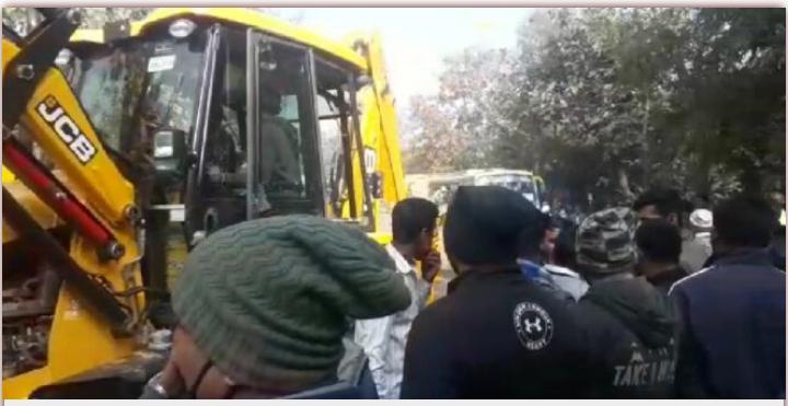 अल्ट्राटेक कंपनी की बस  एवं ट्रेलर की जोरदार भिड़ंत 6 की मौत दर्जन भर से ज्यादा घायल