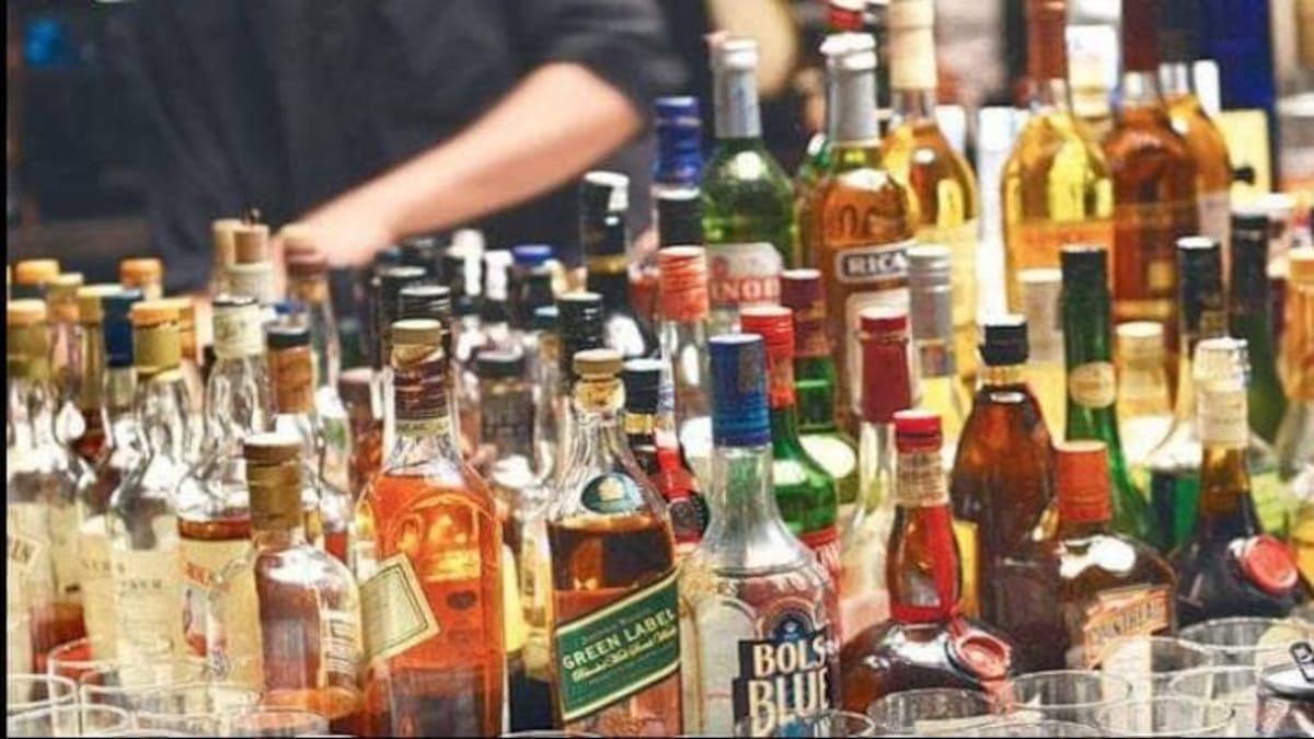 अवैध शराब की बिक्री पर अंकुश लगाने विभागीय अमले कर रहे अनदेखी – जगह-जगह बिक रही अवैध शराब, पुलिस एवं आवकारी विभाग के जेब हो रहे भारी