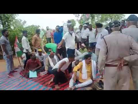 सीधी मऊगंज रोड जाम एसडीएम मऊगंज ने कहा 2 दिन के अंदर काम नहीं लगा तो फांसी लगा देना का देखें लाइव वीडियो