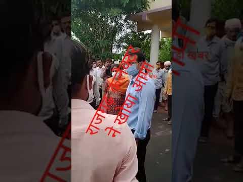 मध्य प्रदेश के राजगढ़ कलेक्टर ने खोया आपा बोले मास्क ऊपर कर बे – का देखें लाइव वीडियो